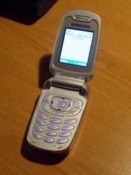 Samsung t209 - jednoduchý, ale stací